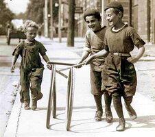 Boys_with_hoops_on_Chesnut_Street.jpg